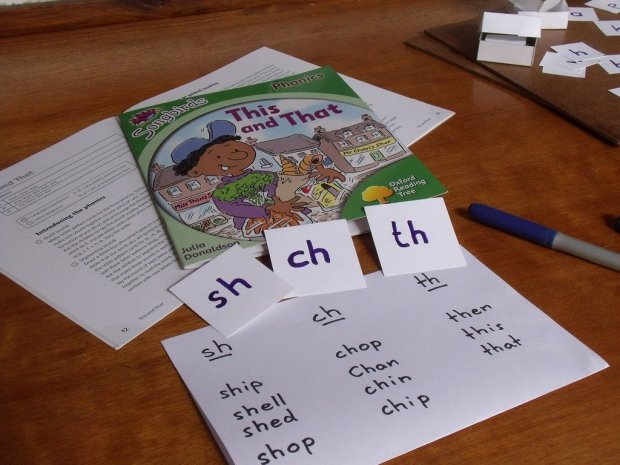 Songbirds book 'This and That' for practising SH CH and TH